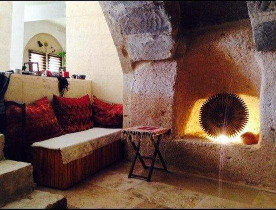 Anatolia Pension: Cave waiting