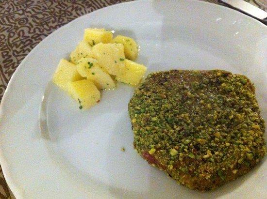Zingaro Hotel Ristorante : Filetto di tonno in crosta di pistacchi