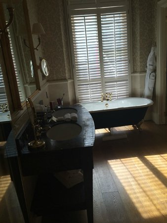 The Kensington: Bathroom suite