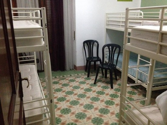 The Cathedral Hostel: 6 bed dorm