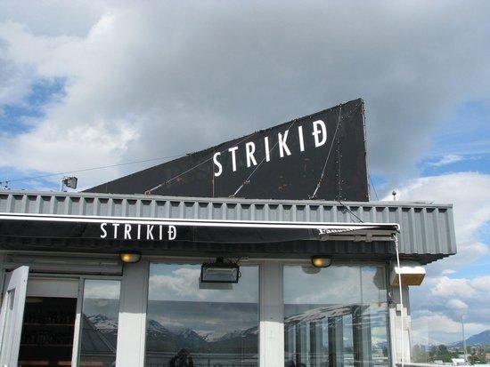 Strikid: Restaurant awning seen from deck