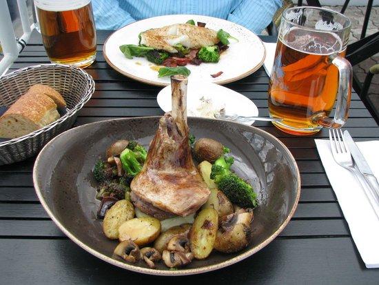 Strikid: Icelandic lamb shank... delicious!