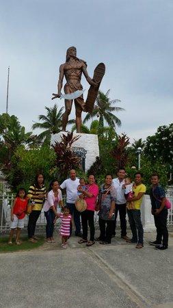 Lapu Lapu Statue : Lapu Lapu memorial statue