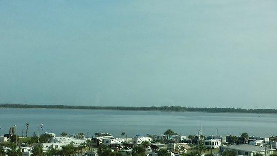 Holiday Inn Resort Pensacola Beach : beach view from hotel walk over