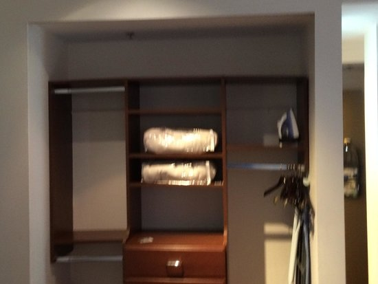 Eurostars Wall Street: Closets with no doors for easy access!!