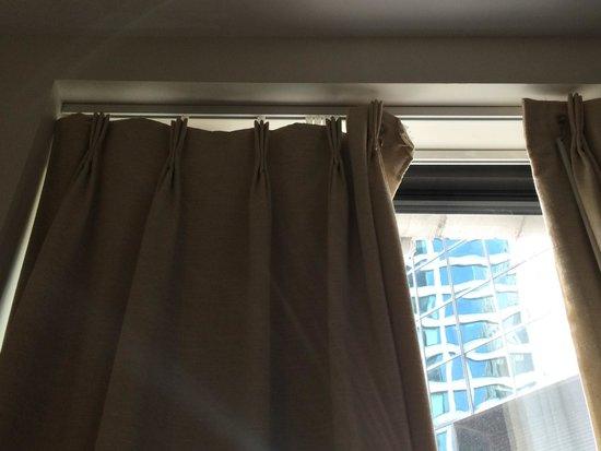 Eurostars Wall Street: Broken curtain