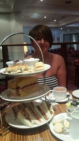 Hallmark Hotel Irvine : afternoon tea