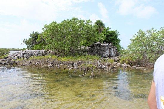 Punta Molas Faro (Molas Point Lighthouse): Ruins at rio de la plata