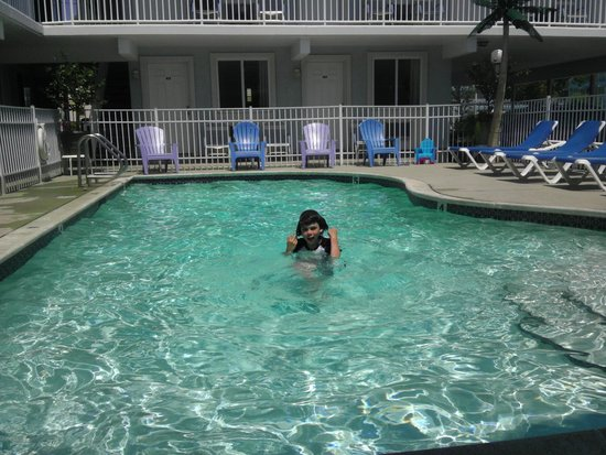 Stardust Motel: My son loves the pool!
