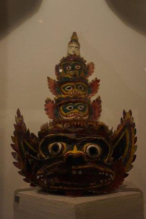Kunstmuseum (Bảo tàng Mỹ thuật Việt Nam): tribal mask