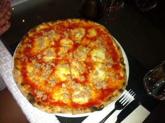 Massimo's Italian Restaurant: Pizza tonno e cipolla