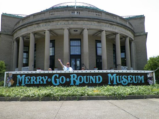 Merry-Go-Round Museum : Historic former Sandusky Post Office with round portico.