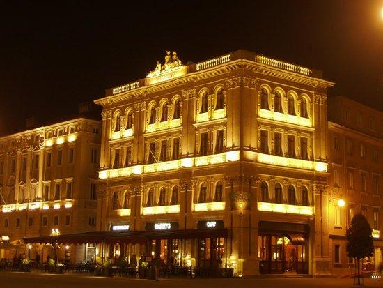 Grand Hotel Duchi D'Aosta: HOTEL DI SERA