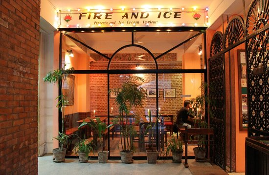 Fire and Ice Pizzeria: Main Entrance