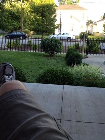 Market Street Inn: A view from the relaxing front portch.