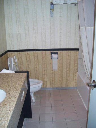 The Inn at 81: bathroom