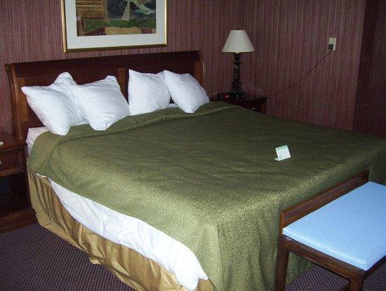 The Inn at 81: bed