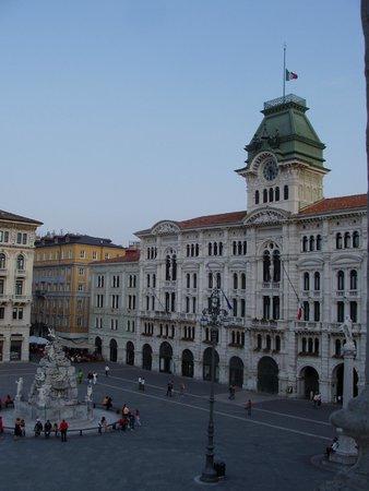 Grand Hotel Duchi D'Aosta: VISTA dalla camera A DESTRA