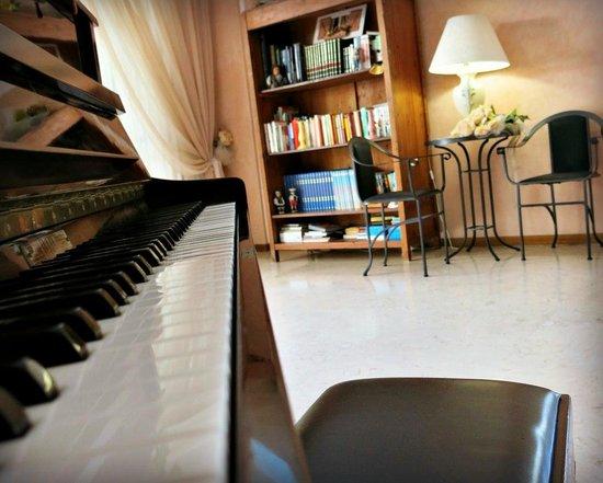 Hotel Mauritius: Suonare il pianoforte e Leggere un libro