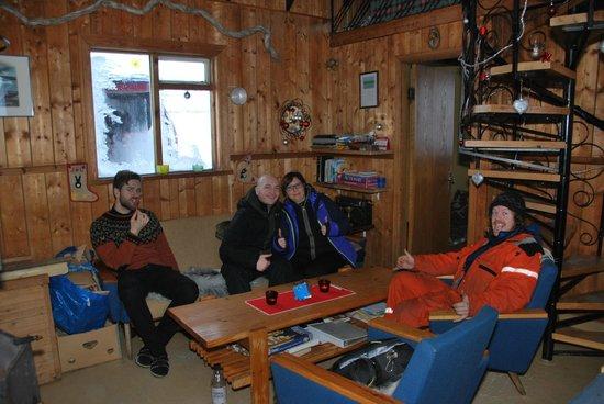 Eskimos - Day Tours: Midgard cabin