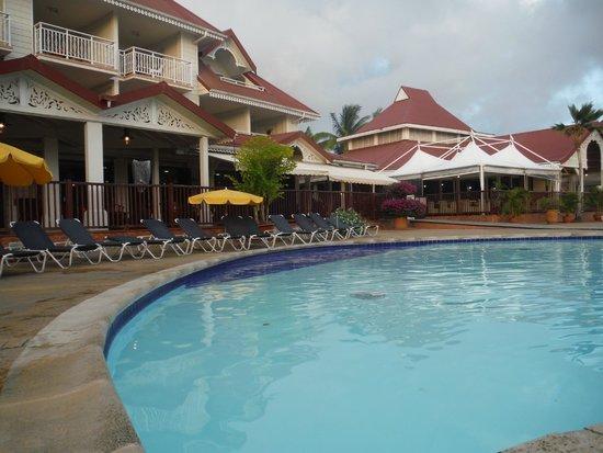 Pierre & Vacances Village Club Sainte Luce : aux alentours de la piscine