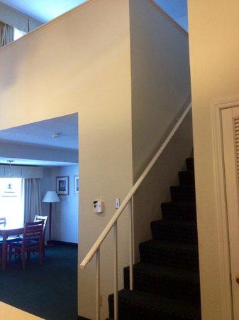 Executive king stairs picture of hawthorn suites by wyndham fishkill poughkeepsie area for Hilton garden inn poughkeepsie fishkill