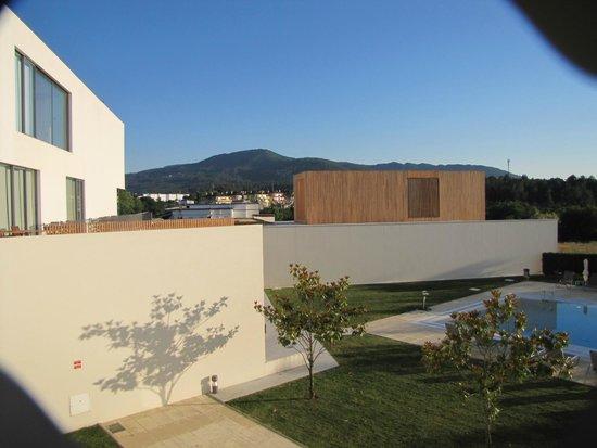 Hotel Minho: Vista a partir de um dos quartos com vista piscina