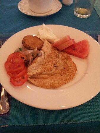Catamaran Beach Hotel: завтрак