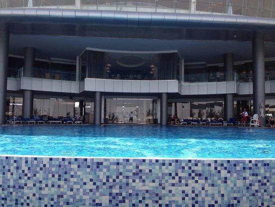 Jumeirah at Etihad Towers: Piscina