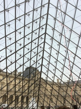 Musee du Louvre: the pyramid