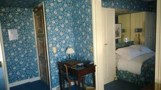 Hotel San Regis: first part of the room