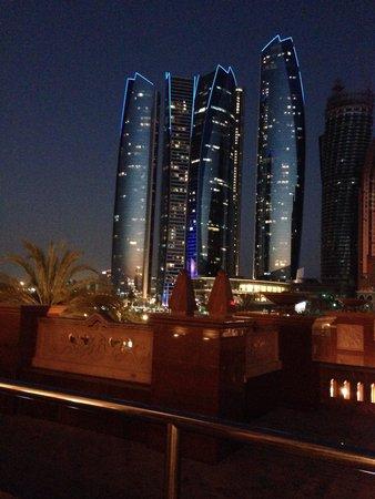 Jumeirah at Etihad Towers: Jumeirah by night