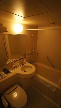 Toyama Excel Hotel Tokyu: 清潔で広いバスルーム