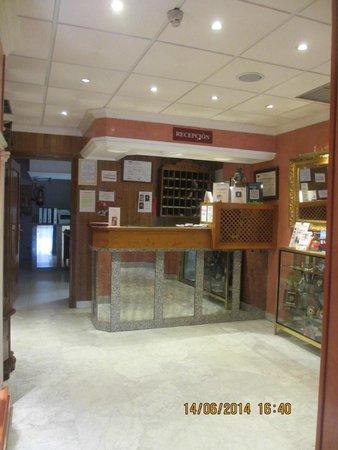 Hostal Toledo: recepcion