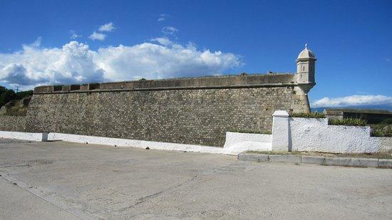Castillo de San Fernando: Exterior