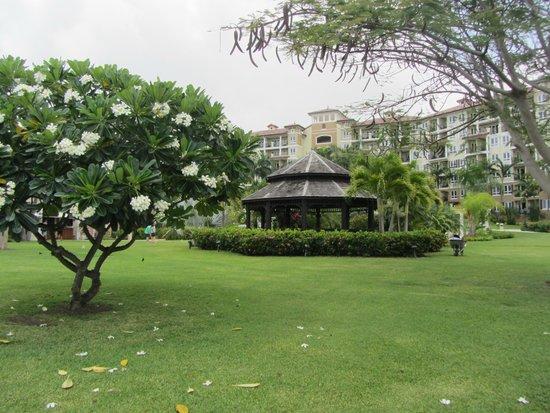 Sandals Grande Antigua Resort & Spa: Garden and Main Hotel block