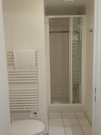 Adagio Access Paris Porte de Charenton: banheiro do apartamento 123