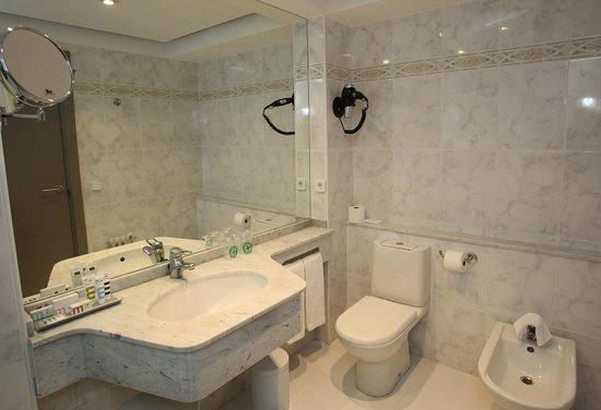 Mercure Monte Igueldo: Cuarto de baño