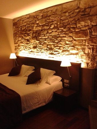 Mas Albereda: A rustic themed room
