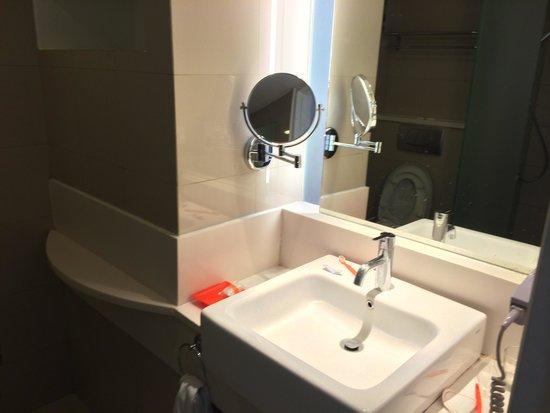 The Jimbaran View: Sink and mirror.