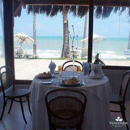 eSuites Vila do Mar: café da manhã...almoço ou qualquer outra refeição com essas vista é tudo de bom!!!!