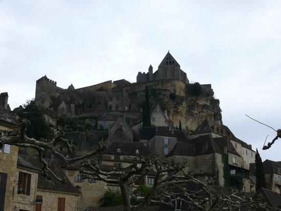 Chateau de Beynac: Château de Beynac vu depuis la ville
