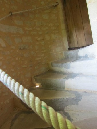 Le Manoir Sainte Victoire: Stairs going up to Miro
