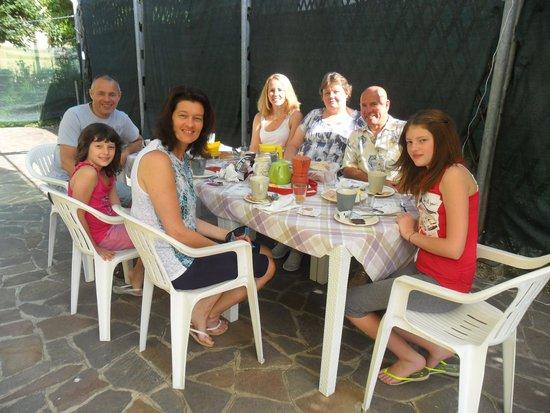 Dimora di Bosco Room & Breakfast: Breakfast in the garden