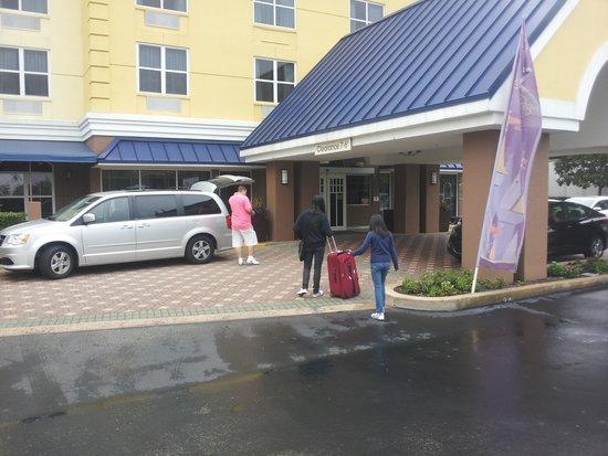 Fairfield Inn & Suites Orlando Lake Buena Vista: chegando no hotel