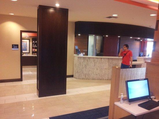 Fairfield Inn & Suites Orlando Lake Buena Vista: hall de entrada