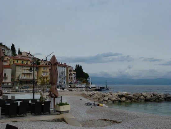 Bistro Plaza: Almoço junto a o mar