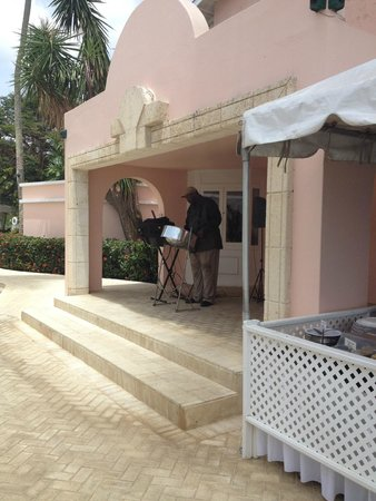 Fairmont Royal Pavilion: Steel drums for amazing Father's Day buffet