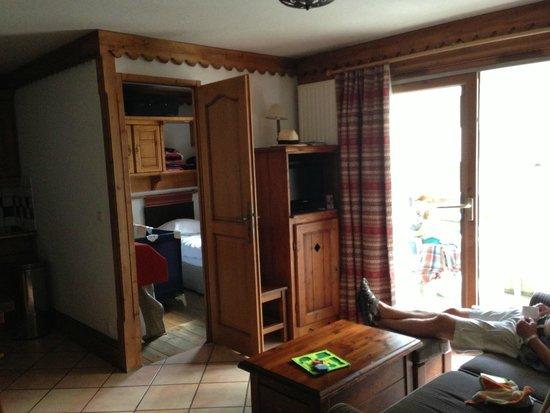 Pierre & Vacances Premium Residence La Ginabelle: salon, balcon, et petite chambre (la 2e)
