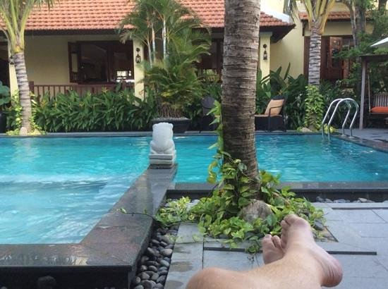 Essence Hoi An Hotel & SPA: Chilling out by the pool...